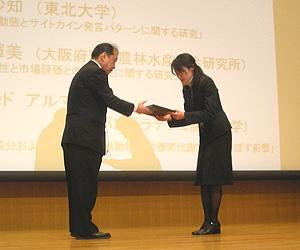西岡 輝美 会員(大阪府環境農林水産総合研究所)